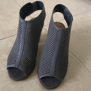 Perforated blue/grey heels
